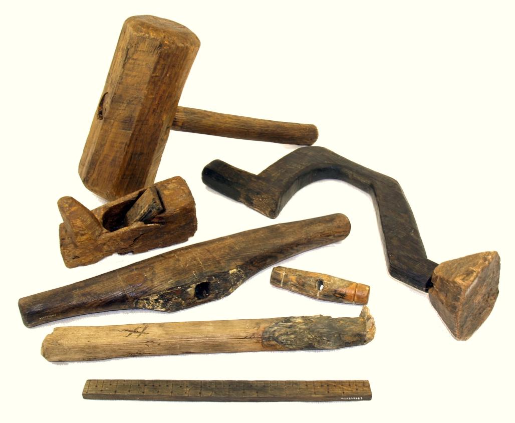 Старинный инструмент для работы с деревом